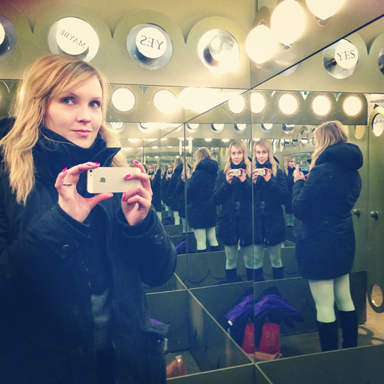 Sovituskopissa #selfportrait #mirror #shopping #monki