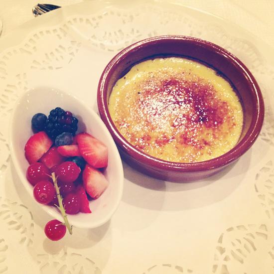 ...ja jälkkäriksi creme brulee, NAM! #dessert #cremebrulee #berry