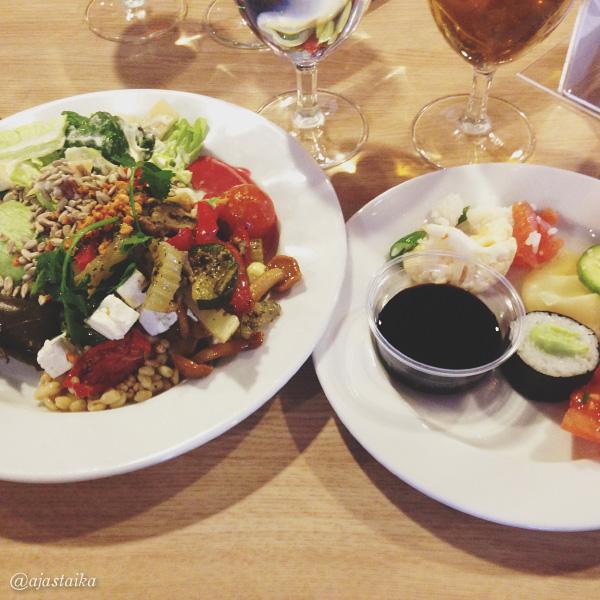 Överit buffetissa. #food #foodstagram #cruise #buffet #söinliikaa #elämäniekasushi #entykänny #onneksolimuutaki