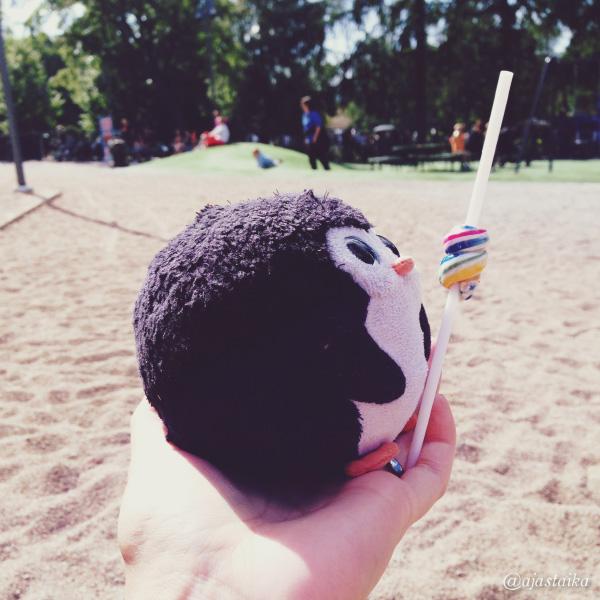 Välipalaa leikin lomassa. #candy #lollipop #bobthepenguin #playground #tampere
