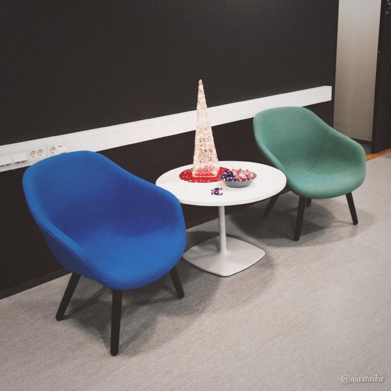 Rempan jälkee #office lla on nii tyylikästä et melkee harmittaa jäädä äitiysvapaalle. Onneks vaa melkee. :) #chair #hay #hayAAL #xmas