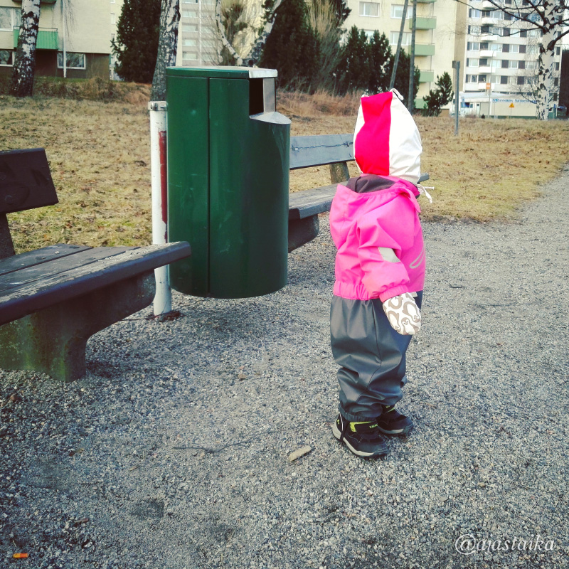 Roskiksen kokoinen tyttö. ? #kids #toddler #mydaughter #outdoor #city #spring #march