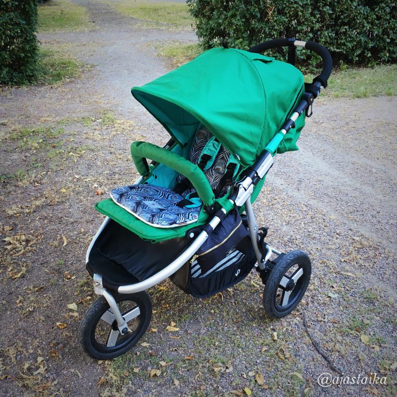 Piristystä rattaisiin. 😎 #stroller #bumbleride #bumblerideindie3 #bumblerideadventures #greenpapyrus #mamasandpapas #liberty #elodiedetails #strollerobsession #barnvagnar #lastenvaunuhullut #vaunuhullu