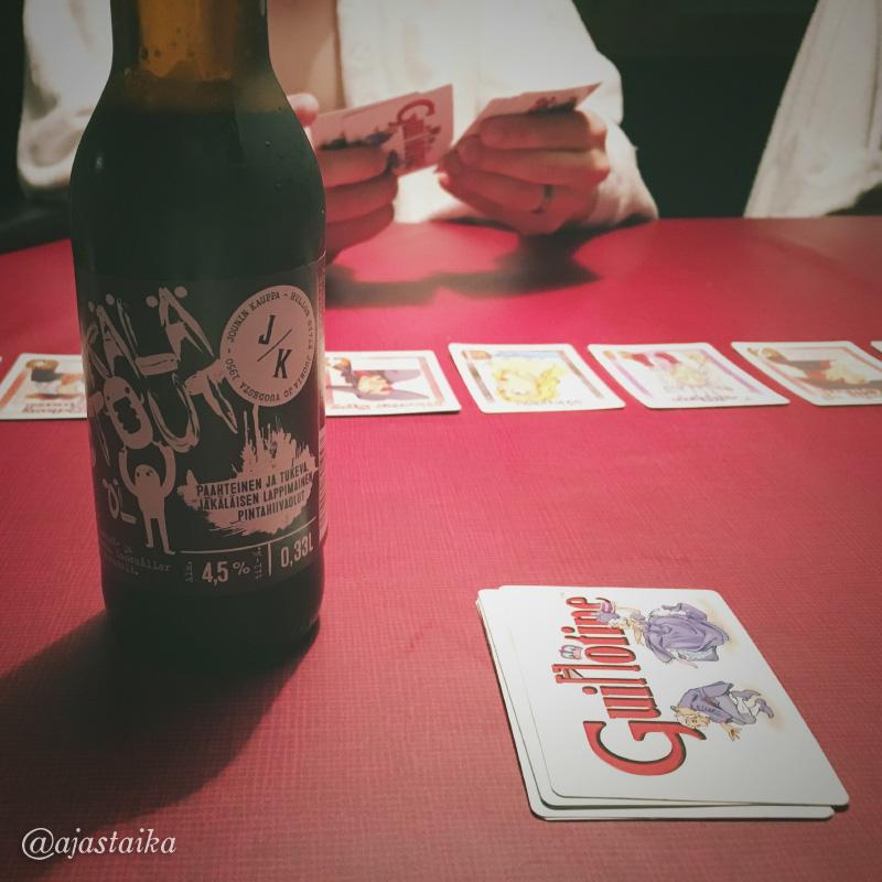 Viimeisen Lappi-illan aktiviteetit. #vacation #playing #cardgame #guillotine #beer #jäkälästout #jouninkauppa #äkäslompolo #ruskaretki2016