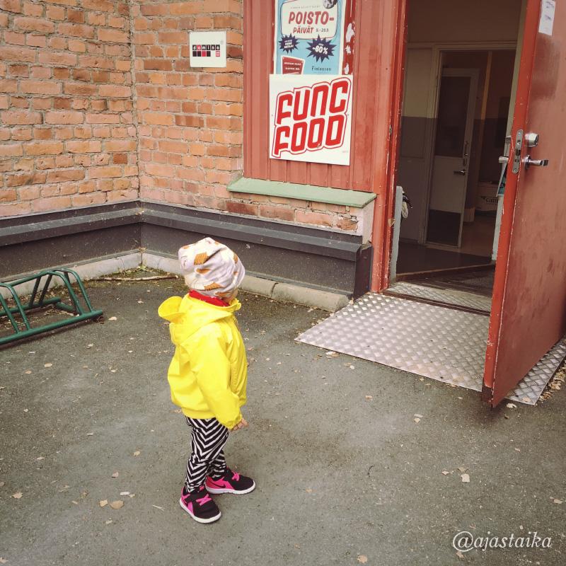 Käytiin tsekkaamassa #finlayson'in poistopäivät, oli onneks halpa reissu. 😄 #pyynikki #tampere #kids #mygirl #kidsstyle #minirodini #papustories #nike #miroju #latergram