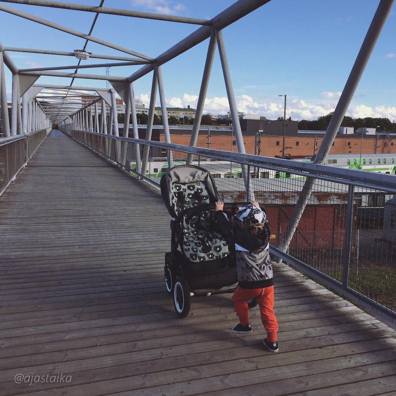 Taaperoystävälliset rattaat nämäkin. 👌🏻 #stroller #bugaboo #bugaboodonkey #bugaboodonkeymono #bugaboodonkeydiesel #strollerobsession #lastenvaunuhullut #vaunuhullu #vaunuhulluntytär #kids #toddler #daughter #vimmacompany #vimmanletit #minirodini #minirodinixadidas #rodidas #lindexkids #littlephant #littlephantbylindex #converse #railway #railwaystation #turku