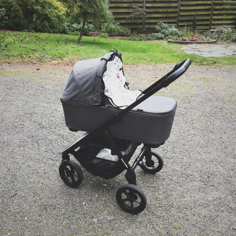 Tänään vihdoin testissä Moseyt kopalla. #stroller #easywalker #easywalkermosey #strollerobsession #lastenvaunuhullut #vaunuhullu #baby #newborn #syyskuiset2017 #latergram
