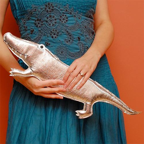 Krokotiili-kirjekuorilaukku
