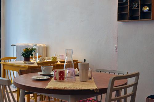 Erilaisia pöytiä