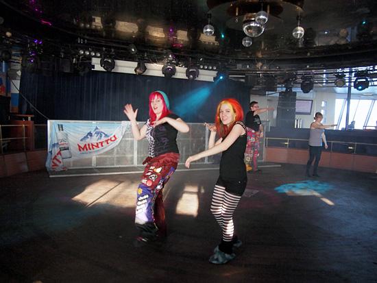 Tyhjää tanssilattialla