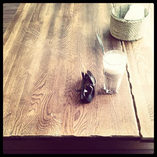Ihan mahti puupöytä! @ Aura