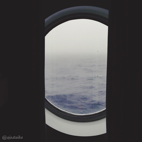 #goom aamu on harmaa. #cruise #sea #cabin #window