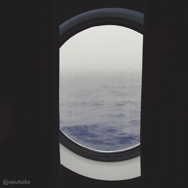 #goom aamu on harmaa. #cruise #sea #cabin #window