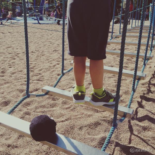 Leikkipuistossa. #playground #kids #bobthepenguin #tampere
