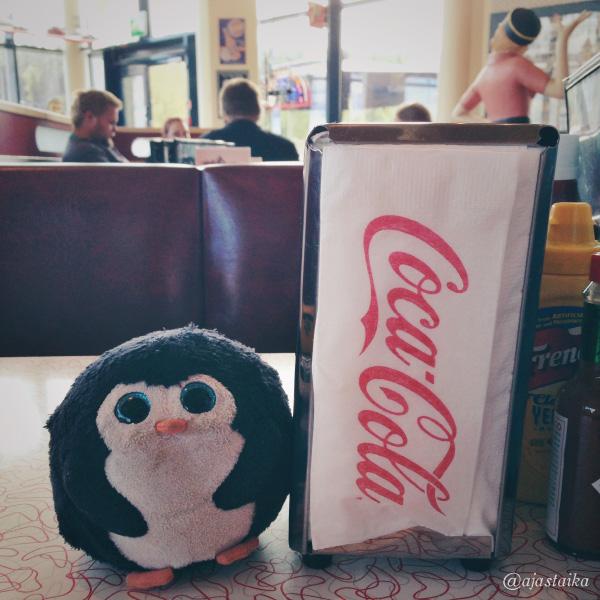 Sit maistuu ruoka. #bobthepenguin #diner #americandiner #hungry #tampere