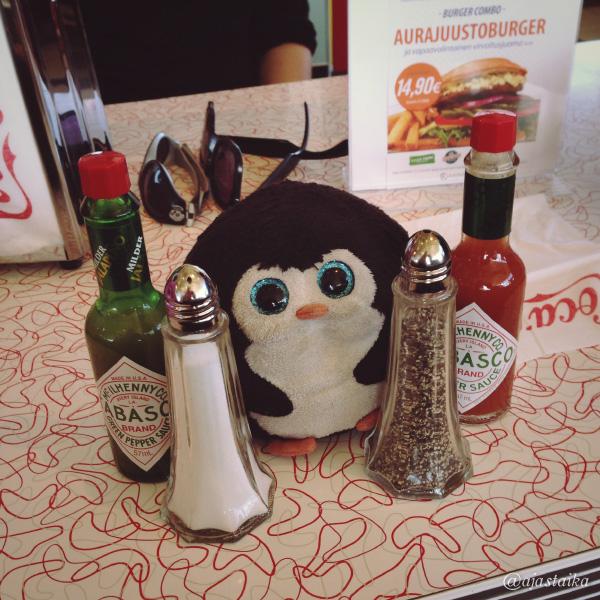Mausteita mistä valita. #bobthepenguin #spice #valinnanvaikeus #diner #americandiner #tampere