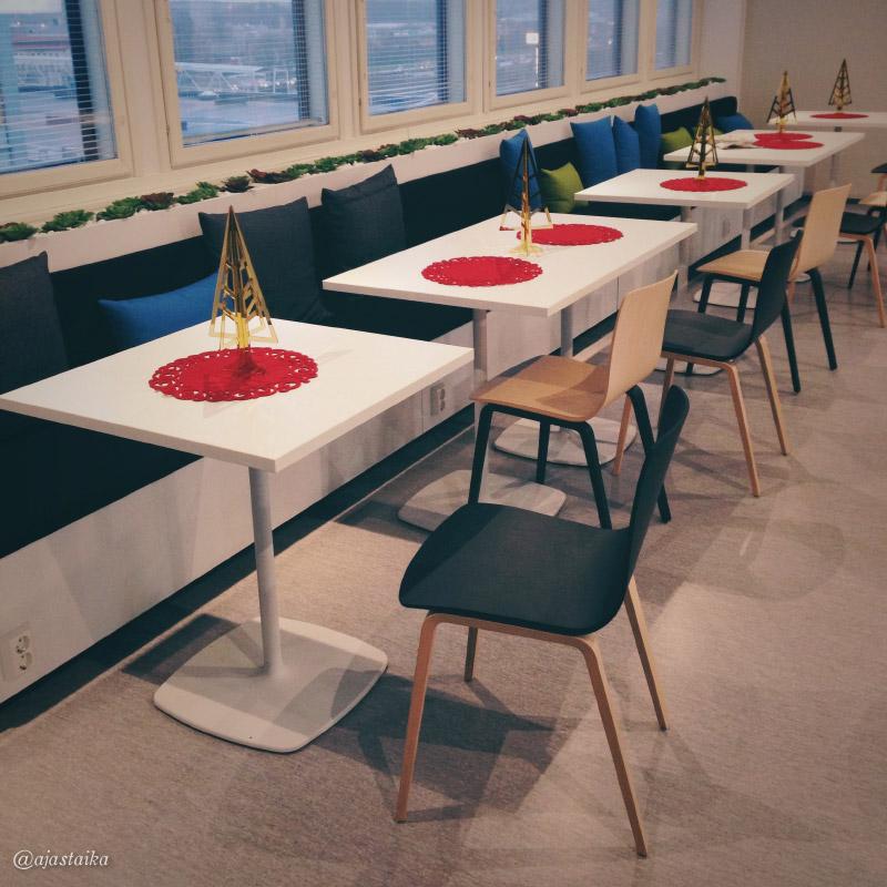 Kivat noi taukotilanki tuolit, onkohan Muuton Visu vai joku tosi saman oloinen..? #office #diningarea #chair #xmas