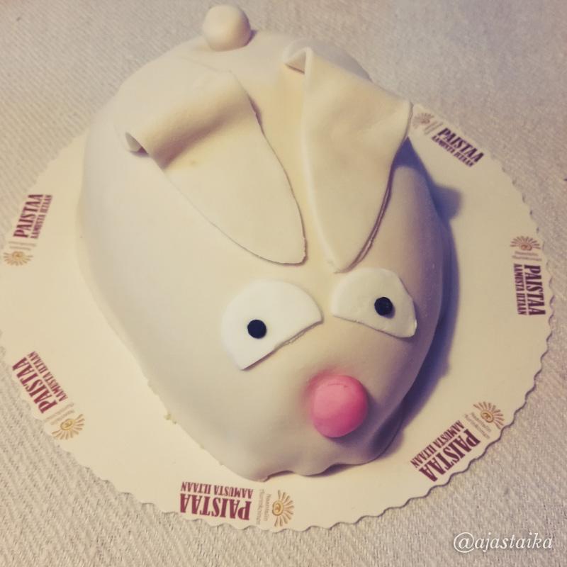Iskän 59-vuotissynttärikakku pitkäperjantaina. #bunny #cake #birthday #easter #goodfriday #latergram