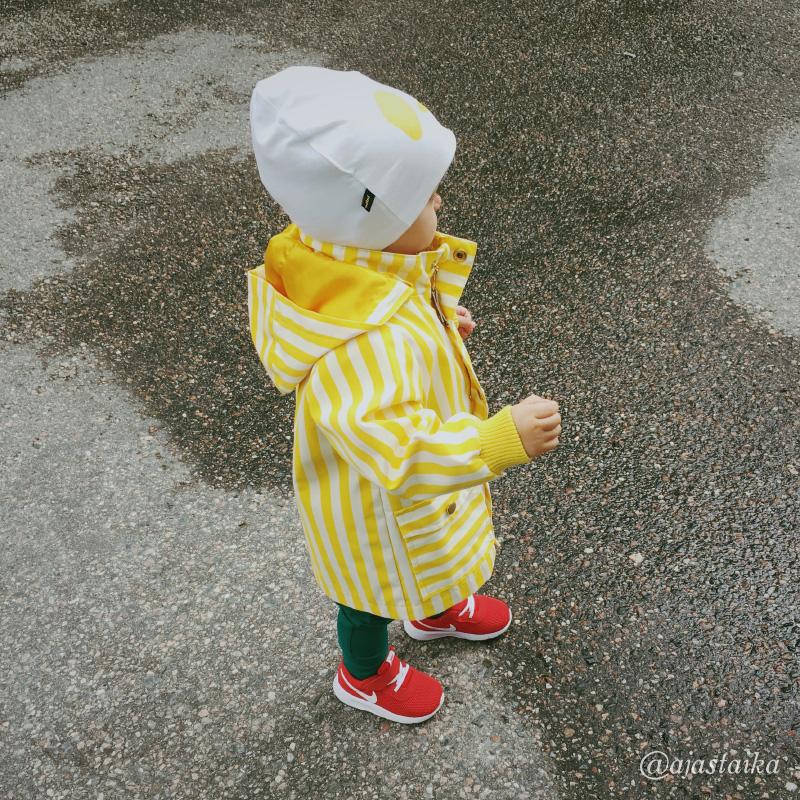 Lääkärireissulla pienen nuhanenän kanssa. 😪 #kids #toddler #toddlerlife #mygirl #minime #kidsstyle #minirodini #gugguu #gugguukidsfashion #nike #yellow #miroju #latergram